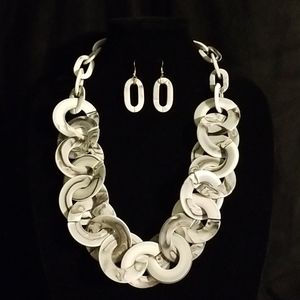 Jewelry - Long Resin Links Necklace Set